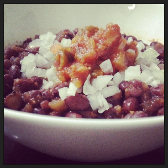 Adzuki beans chili with hot salsa and raw onions toppings
