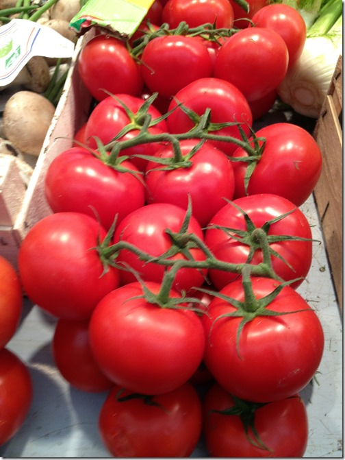 Farmers' market paris- tomatoes