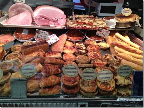 Farmers' market paris- ham, baguettes et croissants