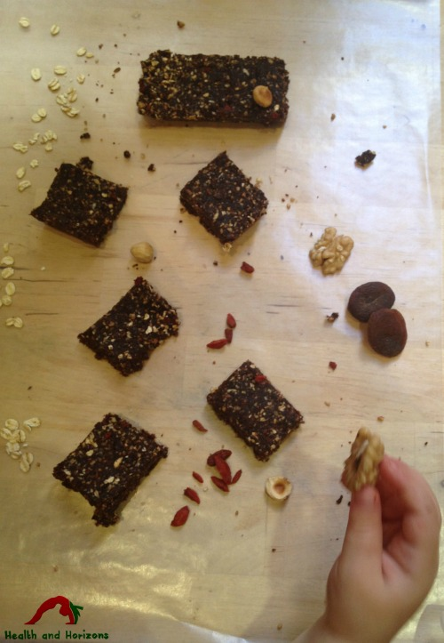 healthy chocolate fudge date bars